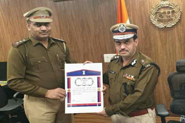 inspector-naveen-gurugram-crime-branch-awarded-home-minister-medal