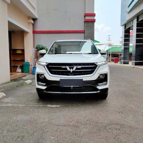 WULING ALMAZ 1.5 AT LUX TURBO