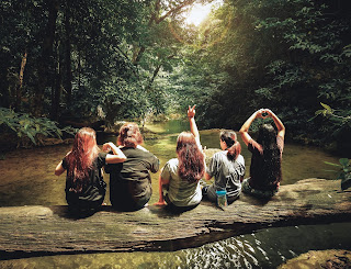 Girls-Enjoying-Adventures-Moment-in-Jungle