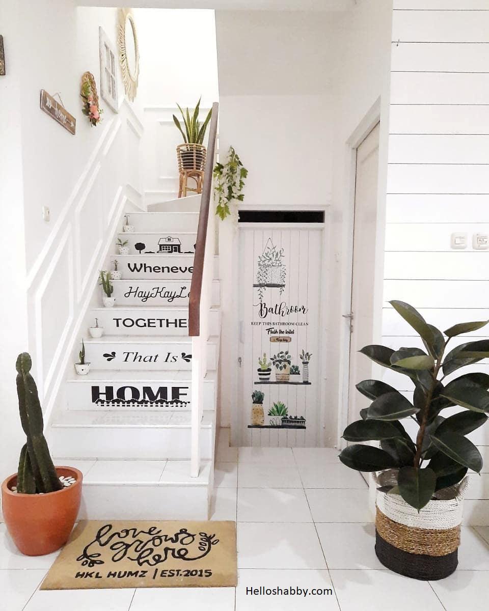 7 Inspirasi Desain Tangga Rumah Sempit Terbaik Tahun Ini Helloshabby Com Interior And Exterior Solutions Desain tangga rumah kecil