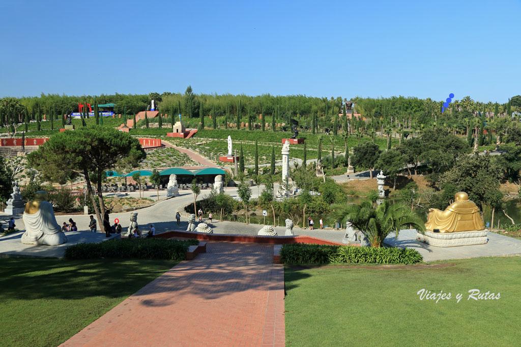 Vista general del jardin Buddha Eden