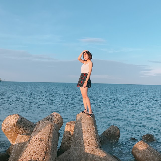 The beautiful and wild Cua Tung Beach attracts young people to Quang Tri