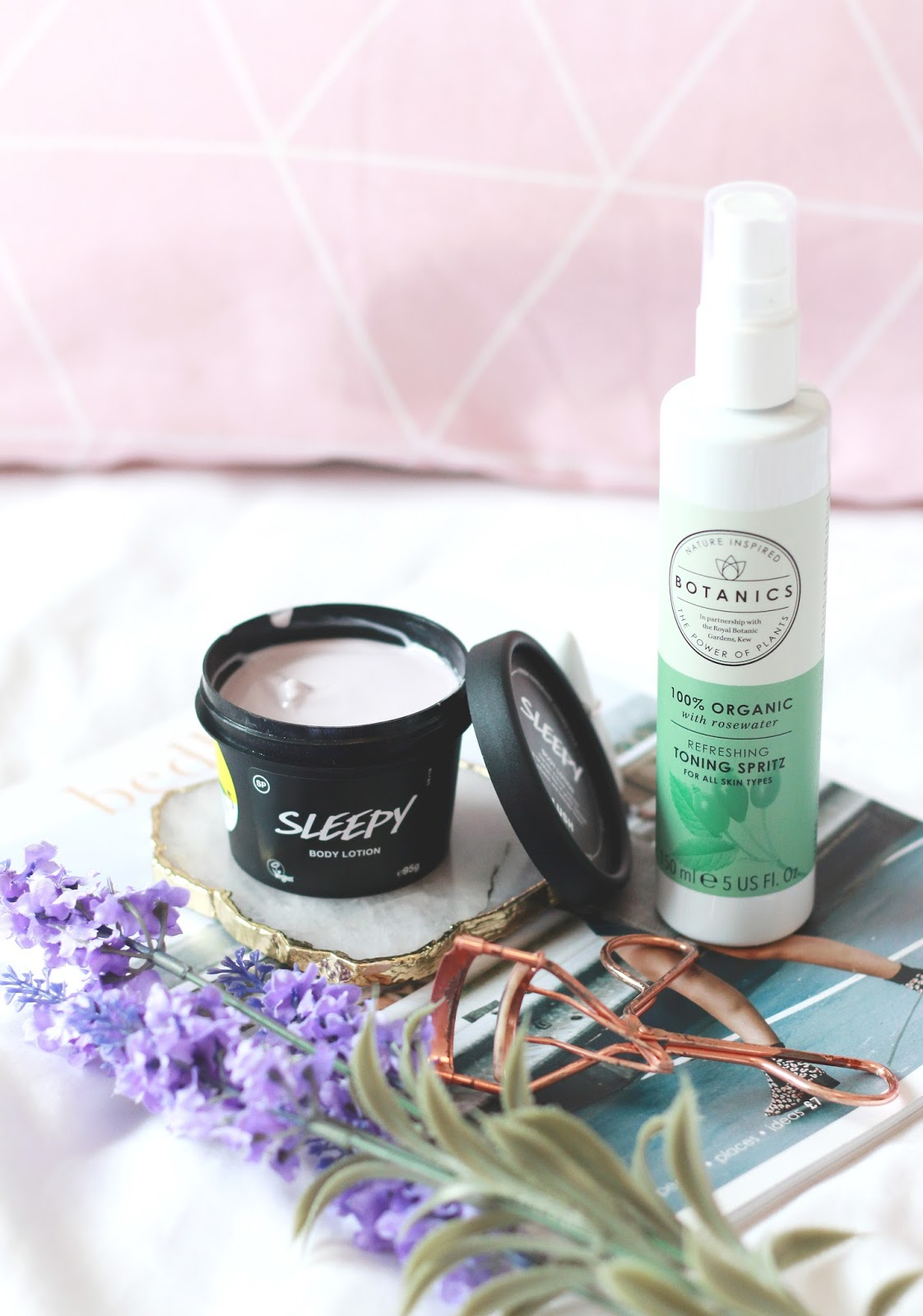 forever september, blogger, lifestyle blogger, fashion blogger, beauty blogger, sleep, good nights sleep, skincare, beauty, makeup, botanics, lush, lush sleepy, lavender, floral