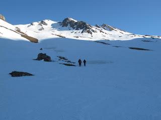Der Weiße Knoten ist der linke der beiden Gipfel