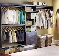 Vestidores con armarios de madera sin puertas