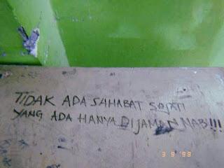10 Foto Coretan Dinding Tembok Yang Memiliki Arti Makna Mendalam,