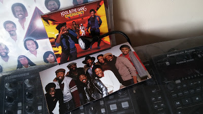https://bentleyfunk.wordpress.com/2017/03/29/kool-the-gang-%e2%80%8e-emergency-1984-bbr-deluxe-edition-2cd/
