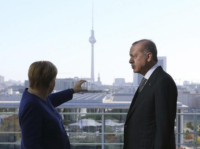 Η Μέρκελ σχεδιάζει επίσκεψη στην Άγκυρα για το προσφυγικό