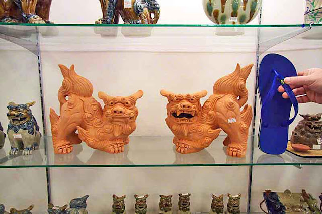 Shisa on glass shelves, size 12 Brazilian sandal