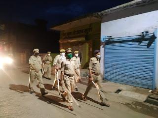 थाना कोंच पुलिस बल के साथ कस्बा कोंच में पैदल गस्त कर संदिग्ध व्यक्ति/वाहन चेकिंग की गयी -अपर पुलिस अधीक्षक जालौन                                                                                                                                                         संवाददाता, Journalist Anil Prabhakar.                                                                                               www.upviral24.in    थाना कोंच पुलिस बल के साथ कस्बा कोंच में पैदल गस्त कर संदिग्ध व्यक्ति/वाहन चेकिंग की गयी -अपर पुलिस अधीक्षक जालौन  कोंच जनपद जालौन उत्तर प्रदेश  आज दिनांक 09.07.2020 को पुलिस अधीक्षक जालौन डॉ0 सतीश कुमार के निर्देशन में अपर पुलिस अधीक्षक जालौन डॉ0 अवधेश सिंह द्वारा थाना कोंच पुलिस बल के साथ कस्बा कोंच में पैदल गस्त कर संदिग्ध व्यक्ति/वाहन चेकिंग की गयी एवं सम्बन्धित को आवश्यक दिशा-निर्देश दिए गए ।     साथ ही कोविड-19 के दृष्टिगत आमजन को मास्क लगाने व सोशल_डिस्टेंसिंग का पालन करने हेतु जागरुक किया गया ।                                                                                                                                                          संवाददाता, Journalist Anil Prabhakar.                                                                                               www.upviral24.in