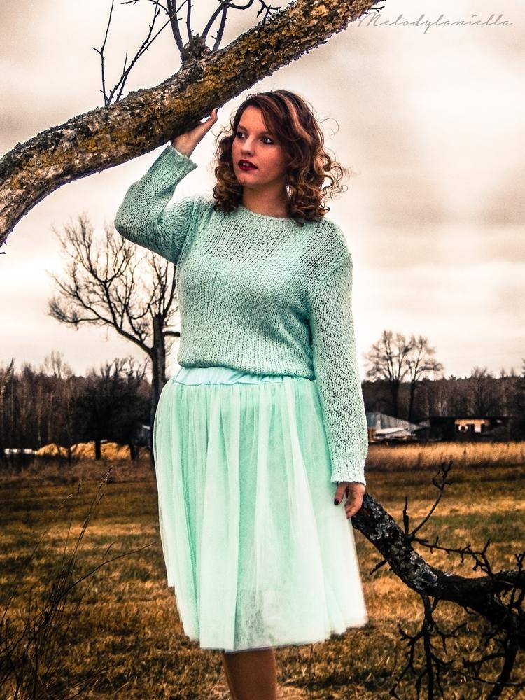 pudrowy mietowy sweterek mietowa tiulowa spodnica dresslink style ubrania slothes fashion model photoshoot taylor blog melodylaniella fashionist