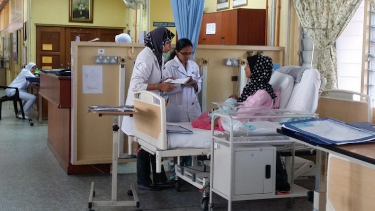 'Buat Ibu-ibu Yang Bersalin Demanding Nak Doktor Wanita, Sila Baca Dan Hadam Ini'