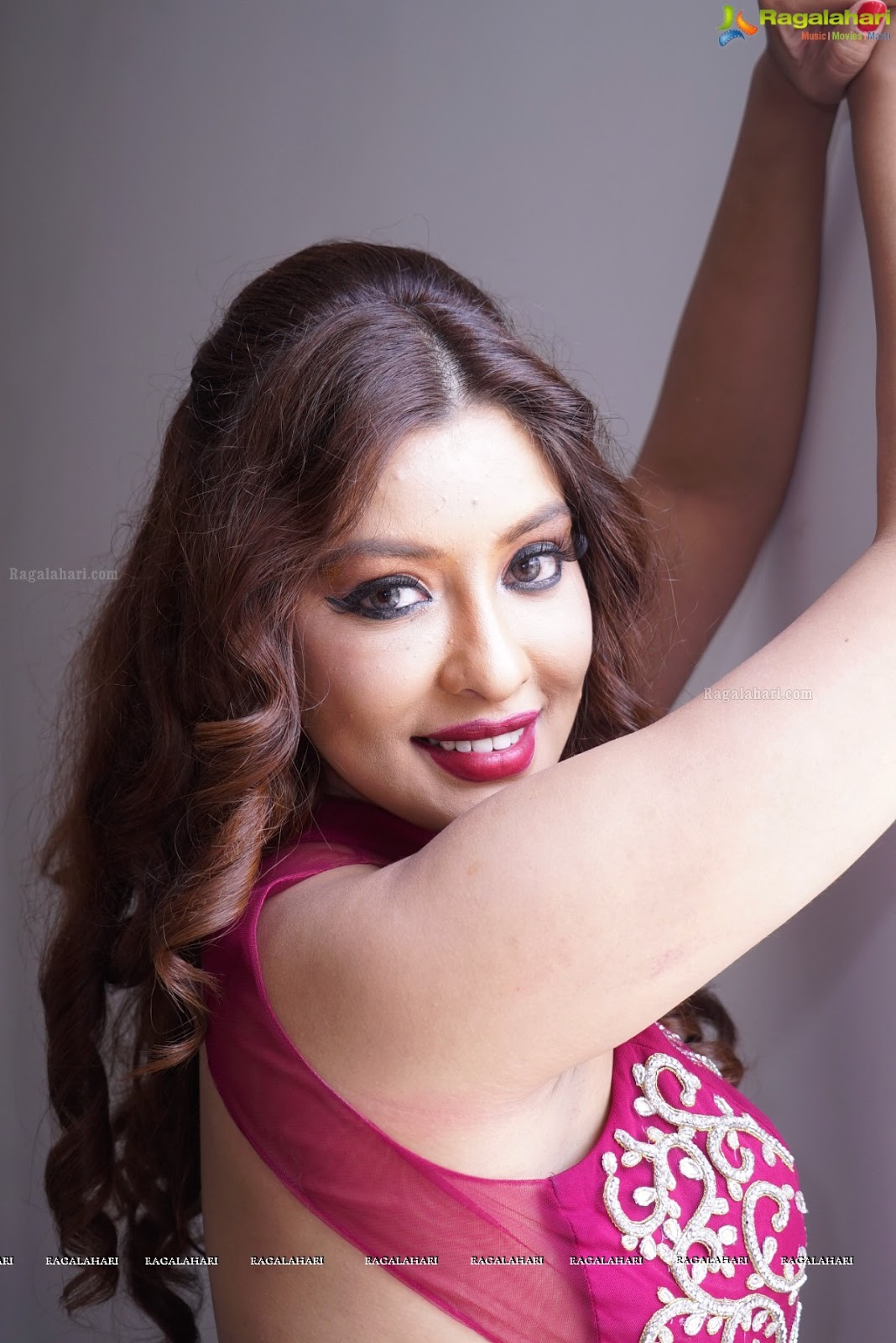 Payal Ghosh Super Hot & Spicy Show armpit show