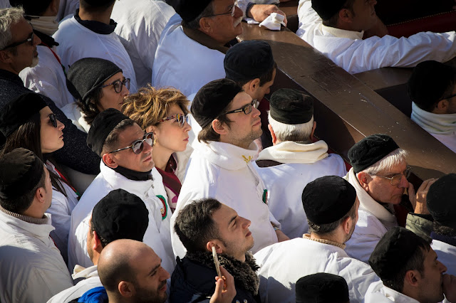 Festa di Sant'Agata a Catania-Giro esterno-Processione dei fedeli devoti