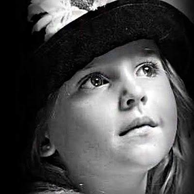 صورة بنت حزينة اوى