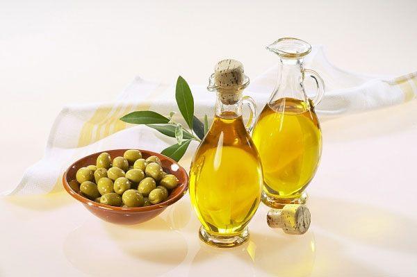 Cách ngăn ngừa tóc gãy rụng từ dầu oliu