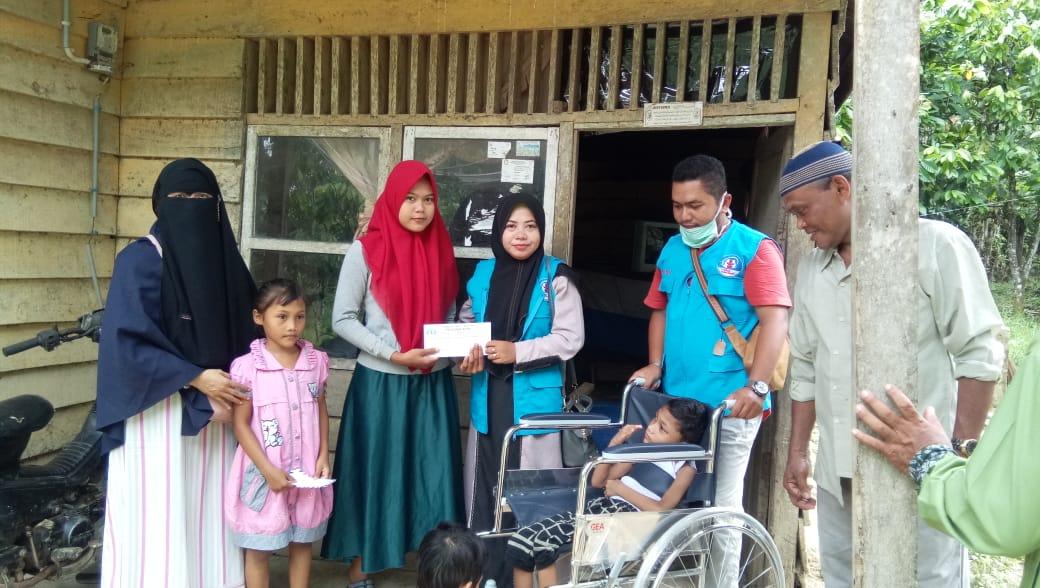 LPD Indonesia menyerahkan satu unit Kursi Roda untuk Anak Disabilitas di Perdalaman Aceh Utara