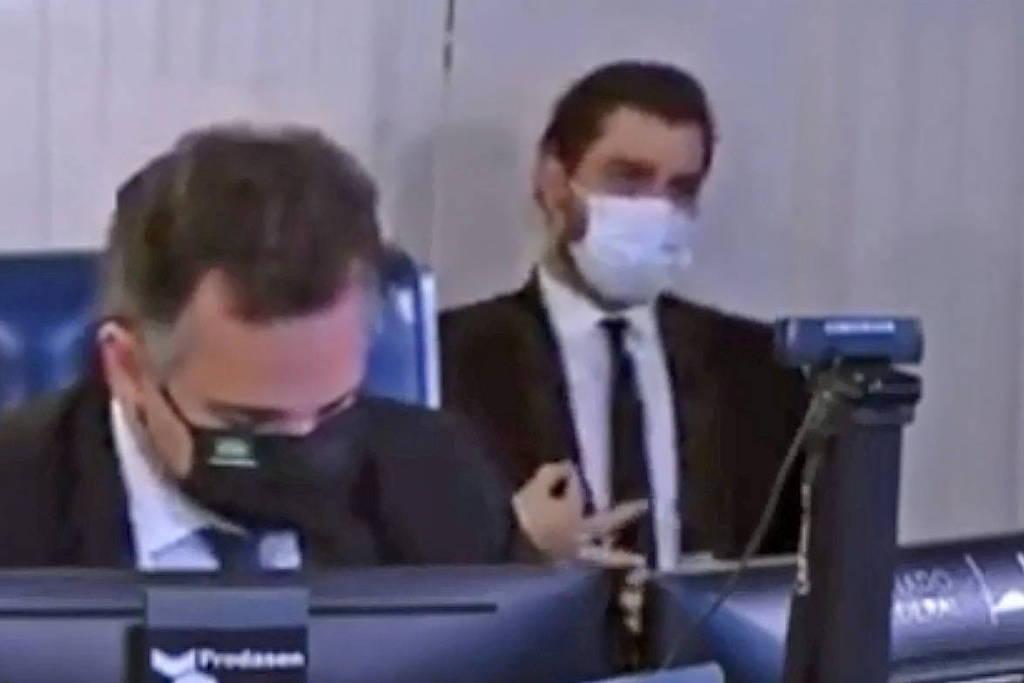 Polícia conclui que assessor de Bolsonaro fez gesto de conotação racista no Senado