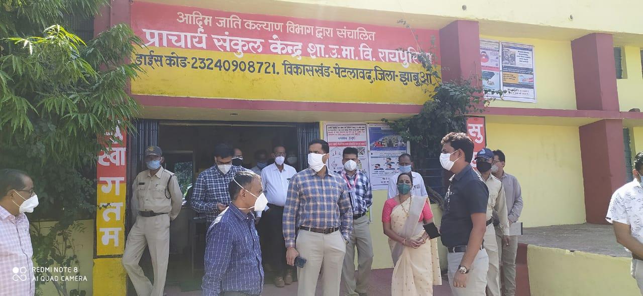 Jhabua News- कलेक्टर रोहित सिंह ने पेटलावद क्षेत्र के विभिन्न गांवों का भ्रमण किया