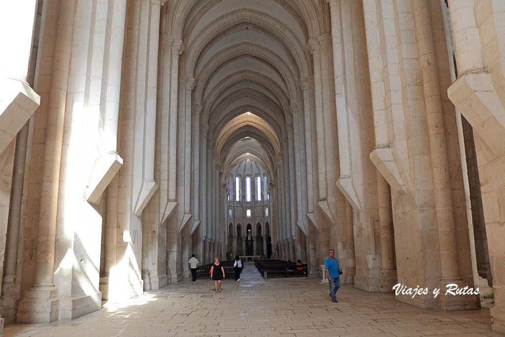 Interior de la iglesia del Monasterio de Alcobaça