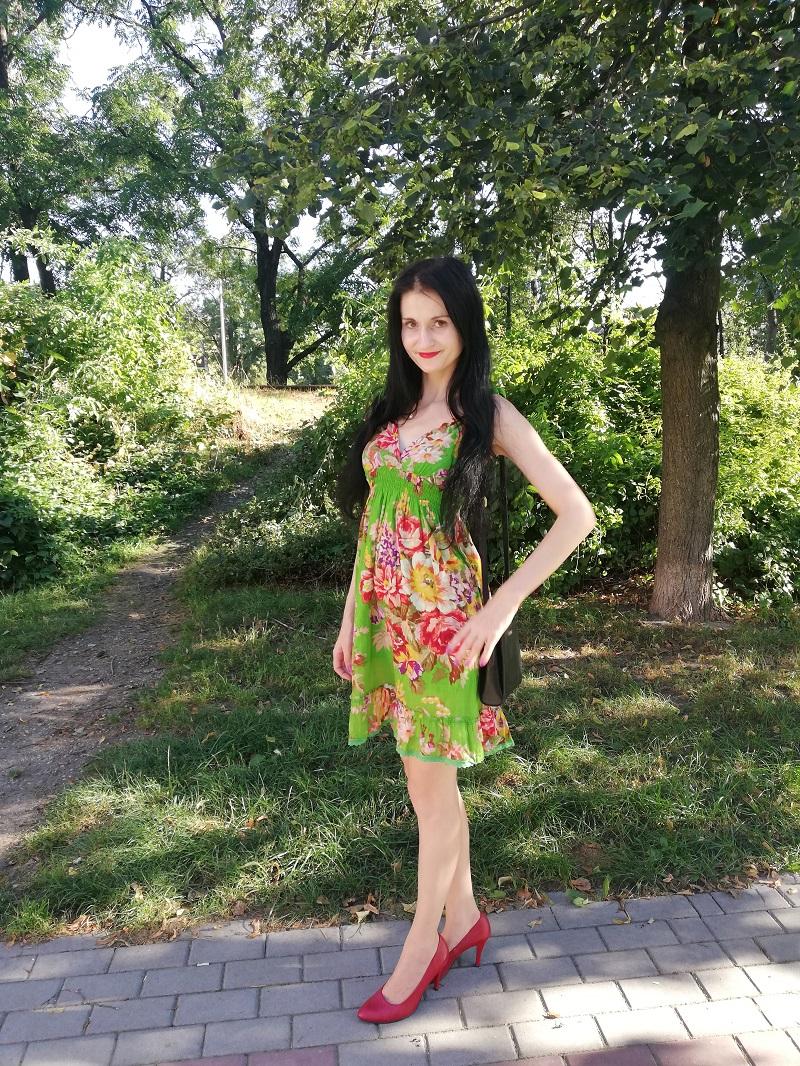 New Yorker zielona sukienka w kwiaty z bawełny