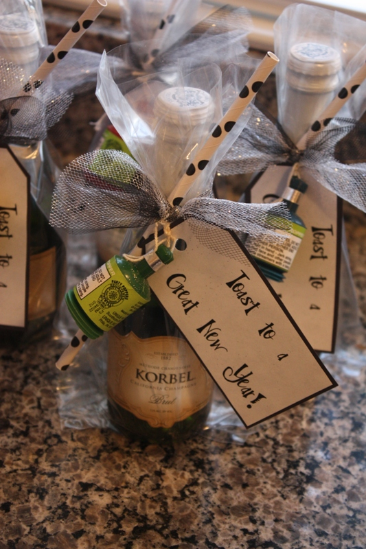 Christy Robbins: New Year's Eve: Mini Champagne Favors