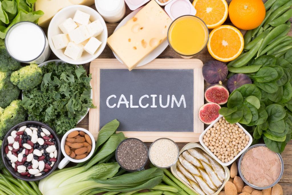 अगर आप अपनी हड्डियों को मजबूत बनाना चाहते हैं, तो आपको हर दिन बहुत सी चीजें खानी चाहिए, शरीर को भरपूर मात्रा में कैल्शियम मिलेगा