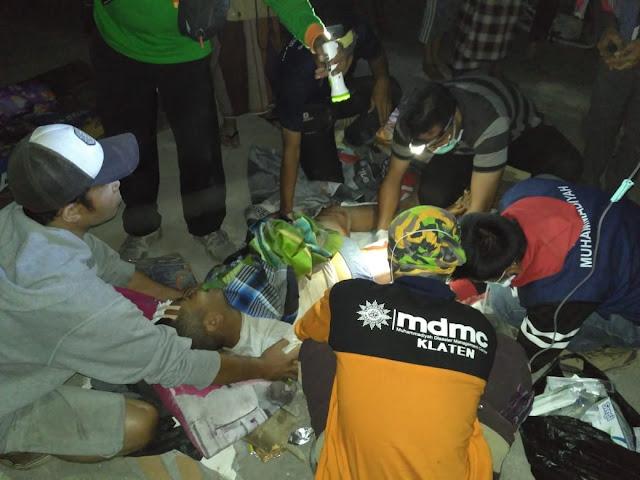 Relawan Kemanusiaan Muhammadiyah membantu korban bencana alam gempa bumi di Lombok NTB