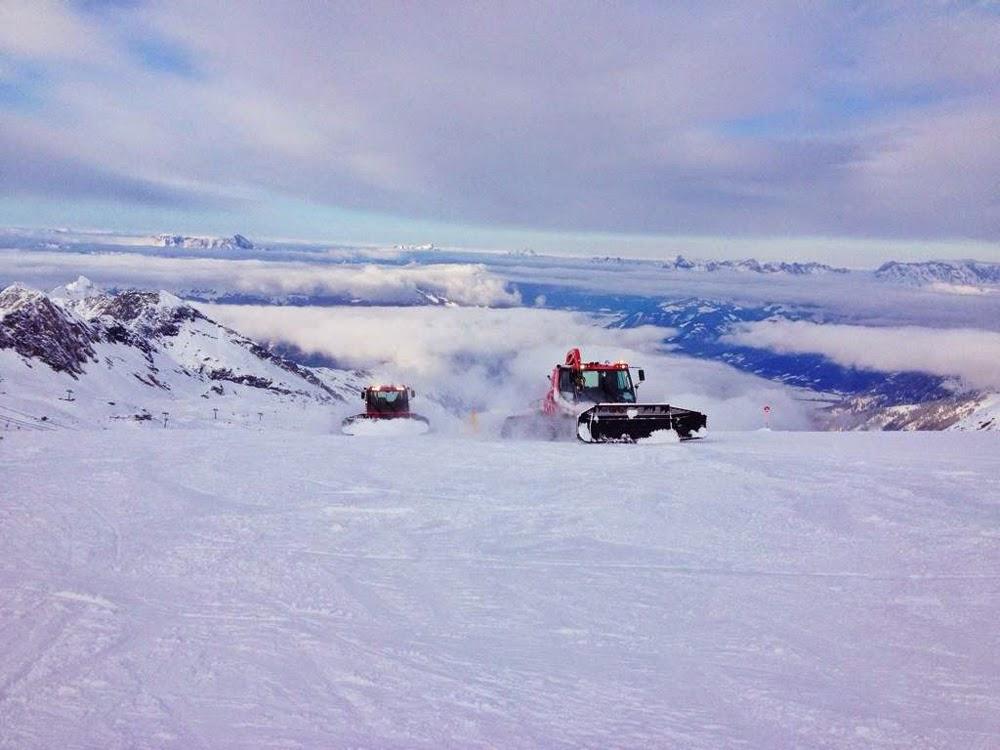 Piste bashers on the Kitzsteinhorn glacier near Zell Am See, Austria