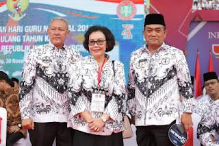 Walikota Cirebon Menerima Penghargaan Dwija Praja Nugraha Karena Perhatiannya Pada Dunia Pendidikan