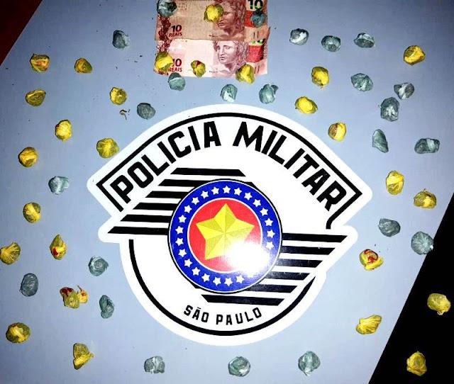 Polícia Militar de Adamantina detém dois indivíduos e apreende 51 porções de maconha