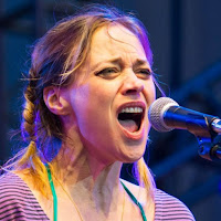 Fiona Apple McAfee-Maggart born September 13, 1977 is an American singer-songwriter, pianist and poet