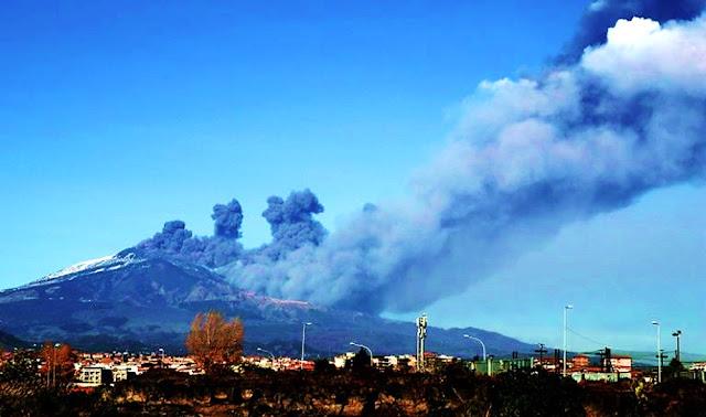 Sismos y temor en la zona italiana del volcán Etna, en erupción