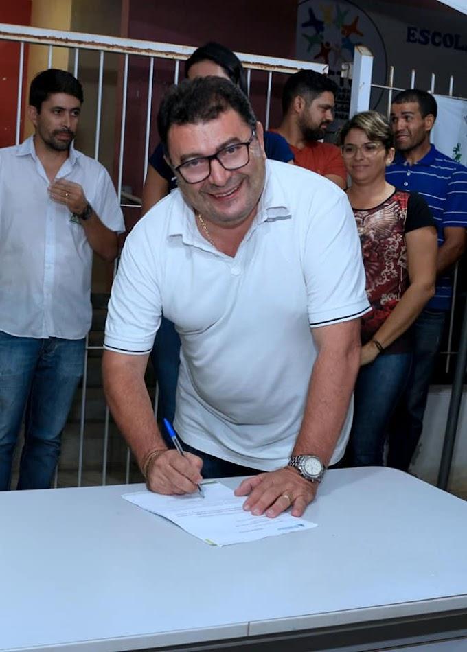 Prefeito de Soledade assina ordem de serviço de 130 mil reais para ampliação de escola