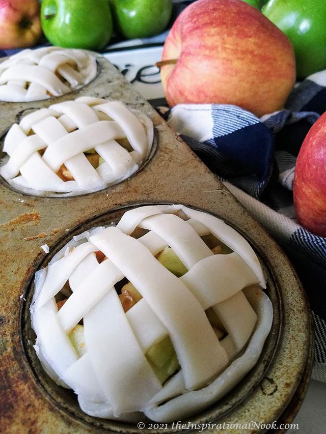 Apple pie tarts in muffin tin, Miniature apple pies, Apple pie lattice design, woven pie crust, apple pie with criss cross top, pillsbury pie crust lattice
