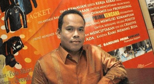 Ide bisnis disekitar kita. Itulah inspirasi sukses seorang Fauzi Ishak.  Disinilah kunci sukses si pengusaha muda konveksi. Di Bandung 7e160c63bd
