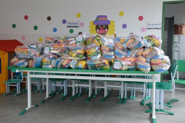 Plantão de sábado garante entrega de kits de alimentos em mais duas escolas da zona rural