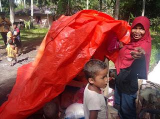 Terenyuh Lihat Kondisi Asnimar Janda Miskin Beranak Tujuh, LAZIZ PLN Salurkan Bantuan.