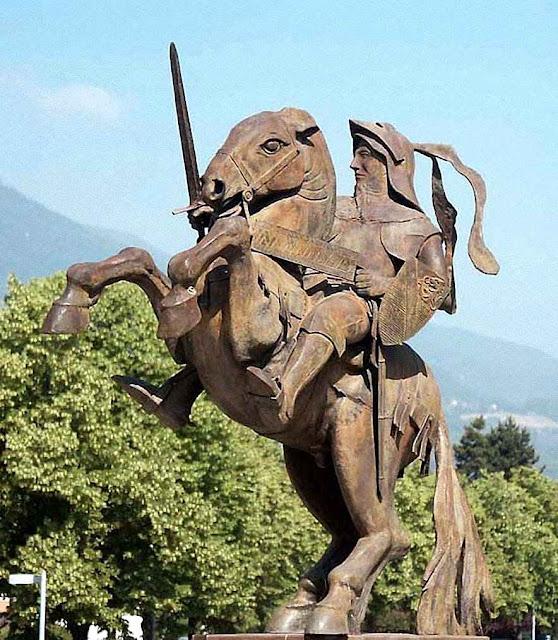 Monumento a Bayard em sua cidade natal. Poncharra. Saboia, França.