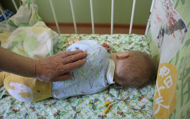 Дочь и зять оставили больного сына в роддоме, а я забрала внука