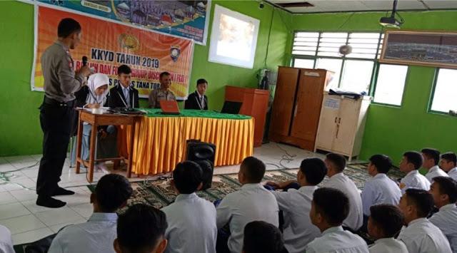 Polri Beri Penyuluhan Penanggulangan Kenakalan Remaja di MAN Tana Toraja
