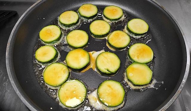 香煎櫛瓜、櫛瓜煎餅~家常料理、脆口清甜