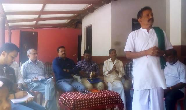 give details, farmers asks DC - ರೈತರ ಜಮೀನಿನಲ್ಲಿ ವಿದ್ಯುತ್ ಮಾರ್ಗದ ಸಮಗ್ರ ಮಾಹಿತಿ ನೀಡಿ- ಜಿಲ್ಲಾಧಿಕಾರಿಗೆ ರೈತರ ಆಗ್ರಹ
