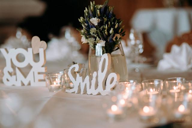 table decoration, Mountain wedding, Berghochzeit, destination wedding Bavaria, Wallgau, photo credit Magnus Winterholler Gipfelliebe, wedding planner Uschi Glas 4 weddings & events