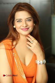 Actress Saloni Aswani Pos in Short Dress at Meelo Evaru Koteeswarudu Movie Interview  0038.JPG