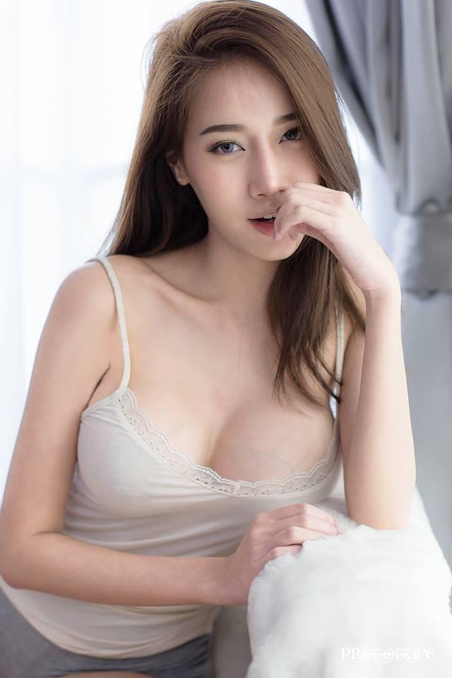 """Ngắm đường cong hoàn hảo của """"nữ thần vòng 1"""" Pichana Yoosuk"""