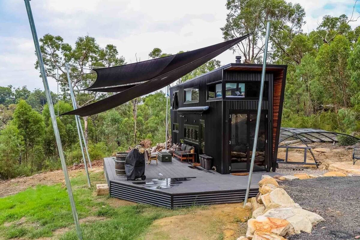 01-Land-Matt-Hobbs-Large-Tiny-House-on-Wheels-www-designstack-co