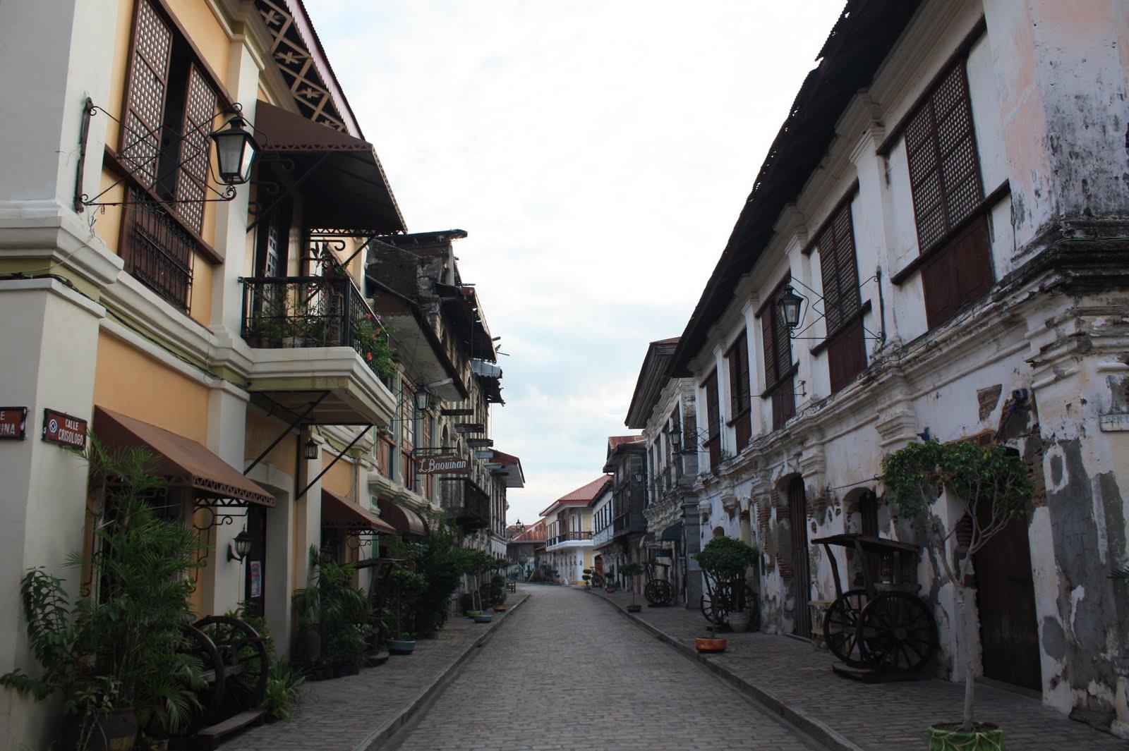 Wander around Calle Crisologo