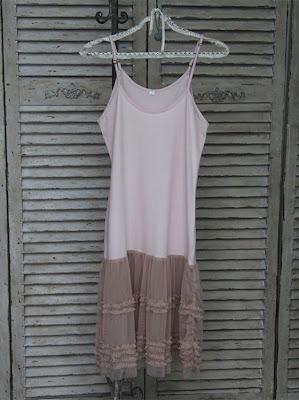 0422f0b689b4 Det blødeste flotte tyl nederst på denne underkjole - farven er bare  fantastisk