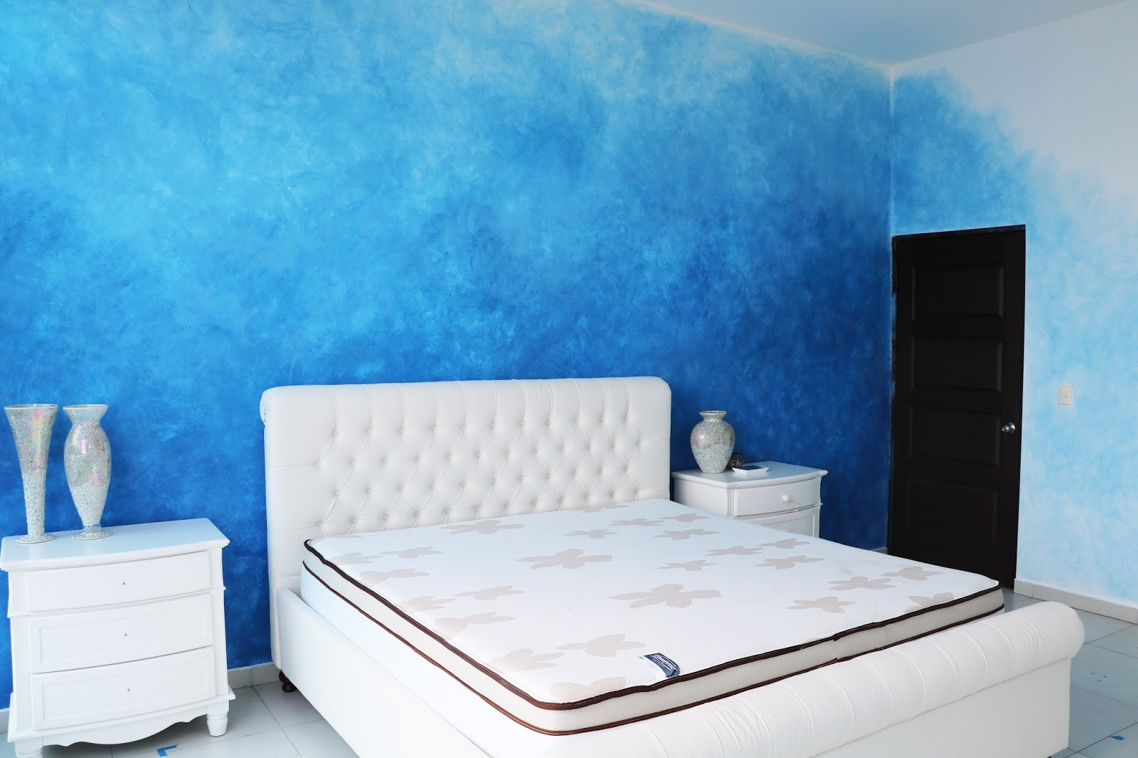 Blue ombre wall tutorial - Click through for step by step!